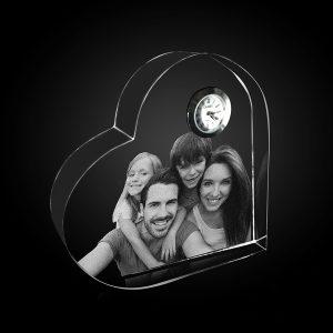 "alt=''kristalove hodiny s fotografiou rodiny"""